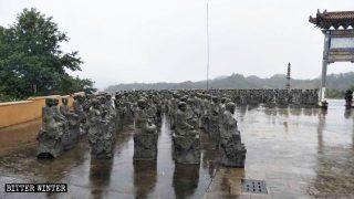500 statues d'arhats sont démolies dans une base d'échange culturel bouddhiste