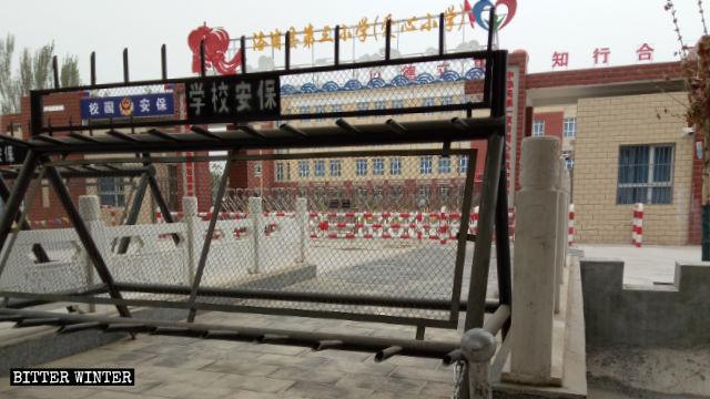 Une école dans le Xinjiang accueille des enfants dont les parents ont été enfermés dans des camps de rééducation.