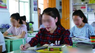 « Sinisation » des enfants du Xinjiang dans des écoles de l'intérieur du pays